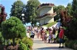 Tłumy turystów odwiedziły Muszynę. Wybrali się też pociągiem na Słowację [ZDJĘCIA]
