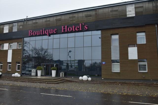 Sektor hotelowo-gastronomiczny (branża określana skrótem HoReCa - z ang. Hotels, Restaurants, Catering/Café) należy do tych najmocniej poszkodowanych przed drugą falę  pandemii koronawirusa.  Zamknięty obiekt Boutique Hotel's przy ul. Milionowej.  SYTUACJA W INNYCH HOTELACH - KLIKNIJ DALEJ
