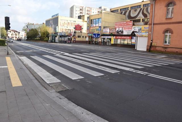 Nowe przepisy dotyczące obowiązków kierowcy w rejonie przejść dla pieszych budzą sporo zastrzeżeń