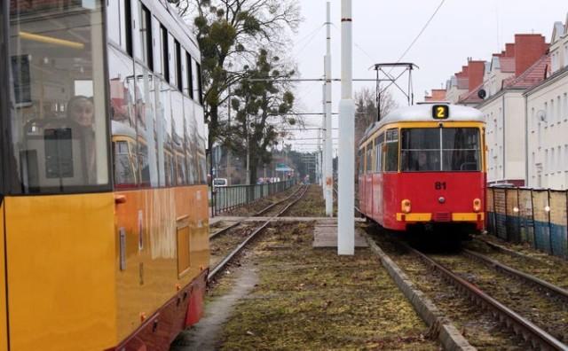 Remont torowiska potrwa do jesieni 2022 roku. Poszczególne odcinki są sukcesywnie wyłączane z ruchu tramwajów. Co z prowadzącymi szynowce? Będą mieli pracę?