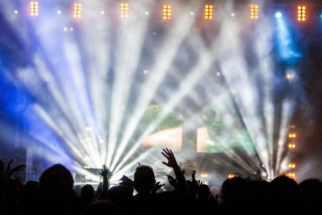 Mimo, że piątek jest deszczowy, to na najbliższy weekend zaplanowano szereg niezwykłych imprez na Dolnym Śląsku. Będzie jarmark staroci, koncerty na zamku w Bolkowie i kolorowy festiwal HOLI. Słowem - będzie się działo! Kliknij w zdjęcie i zobacz wydarzenia na Dolnym Śląsku w dniach 9-11 lipca 2021.