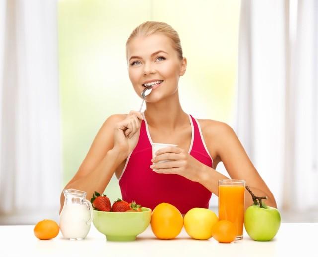 Najważniejszym czynnikiem ochronnym w rozwoju nowotworów układu trawienia jest zdrowa dieta. Menu powinno dostarczać odpowiednie dawki błonnika, pochodzącego z naturalnych produktów roślinnych. Związek ten zapewnia sprawną pracę jelit, tak istotną w przeciwdziałaniu zmianom nowotworowym w końcowym odcinku przewodu pokarmowego.