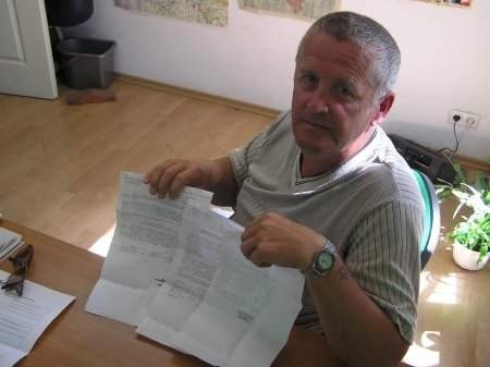– Jakim prawem podnieśli nam czynsz o 120 procent? – denerwuje się Jarosław Zienkiewicz. FOT. KRZYSZTOF GNIEWKOWSKI.