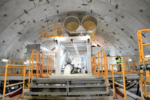 Do dziś TBM Wyspiarka wydrążyła 116 metrów tunelu. Tunel w Świnoujściu Cała obudowa tunelu będzie składała się z 785 pierścieni, a każdy z tych pierścieni z 8 elementów. Jeden pierścień – w zależności od wielkości - będzie ważył od 75 do 100 ton.