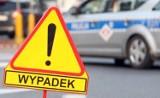 Wypadek na drodze krajowej nr 32 między Dąbiem a Pławiem. Motocyklista zderzył się z busem. Policja wyjaśnia przyczyny zdarzenia