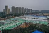 Chińczycy w 10 dni zbudowali szpital, by walczyć z koronawirusem. Jak to zrobili?