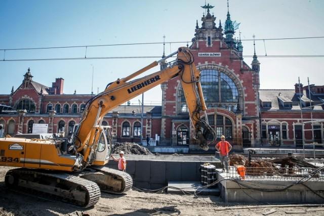 Modernizację gmachu chcą przeprowadzić Mostostal i Budimex.