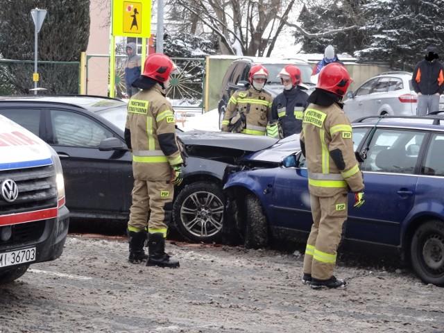Na miejscu pojawili się natychmiast strażacy.