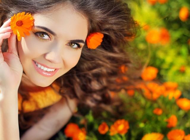 O włosy można zadbać, stosując zioła odpowiednie do ich rodzaju. To łatwiejsze niż się wydaje!