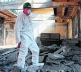 Azbestowa bomba ekologiczna w Ogrodzieńcu przechodzi do historii