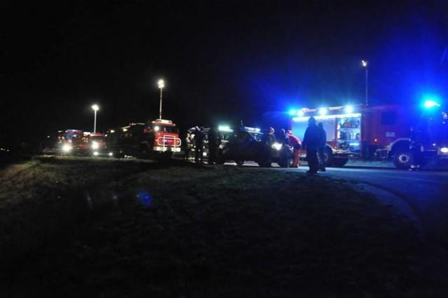 Wypadek w Krzyżanowicach: samochód runął ze skarpy