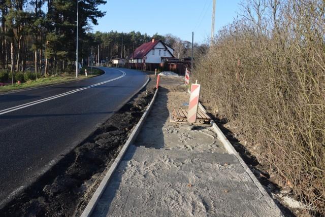 Budowa chodnika i oświetlenia przy drodze prowadzącej do stacji Zielona Góra Przylep