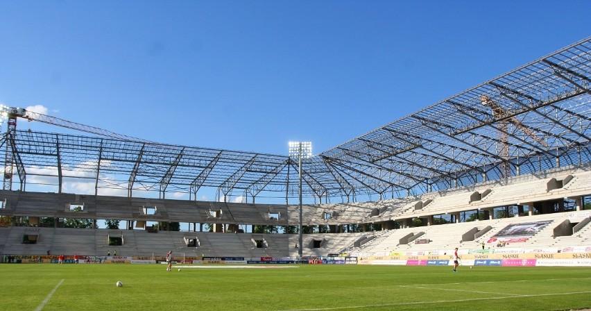 Budowa nowego stadionu Górnika Zabrze. Zdjęcia z meczu z...