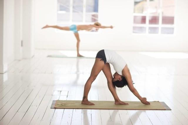 Joga dla początkujących. Na czym polega i w czym pomaga joga?