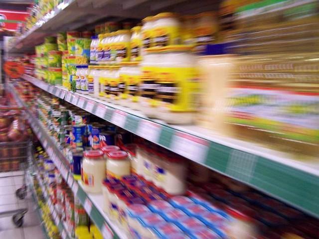 W marketach często zdarza się, że na półkach są przeterminowane produkty. Potwierdzają to kontrole inspekcji handlowej.