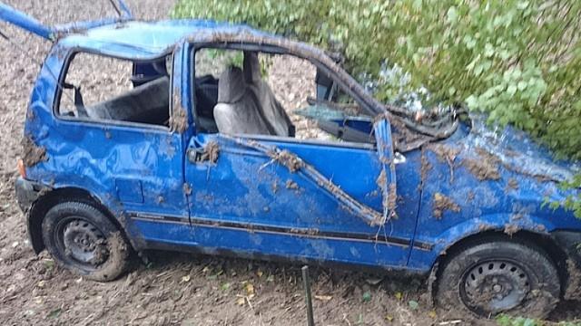 Wypadek w Nozdrzcu. Kierowca wjechał do rowu