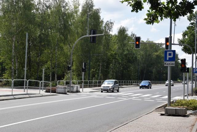 Na ulicy Kościuszki powstało nowe przejście dla pieszych wraz z sygnalizacją. Tuż obok wybudowano nowy chodnik oraz peron tramwajowy.