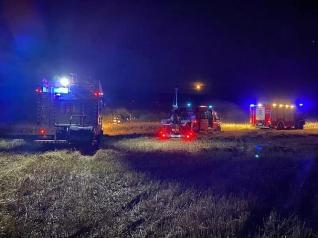 Ciało wędkarza strażacy znaleźli w stawie.