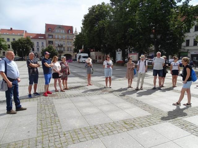 """Atrakcja turystyczna - """"Spacerki po Chełmnie"""" od lat cieszą się zainteresowaniem. Tak było też w minioną niedzielę (1.08.2021)"""