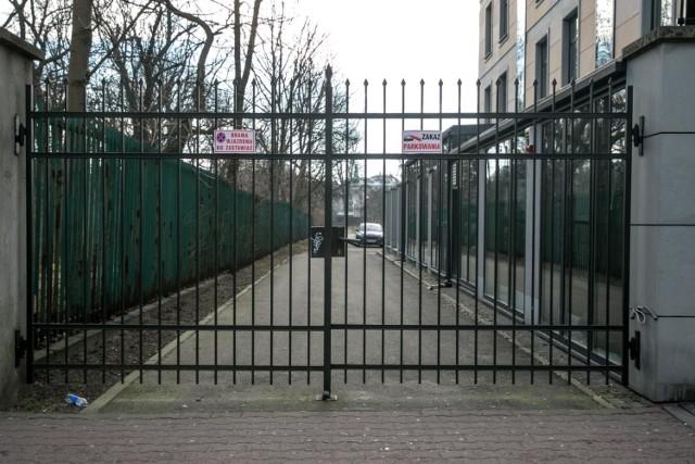Zamknięty park Jalu Kurka przy ulicy Szlak