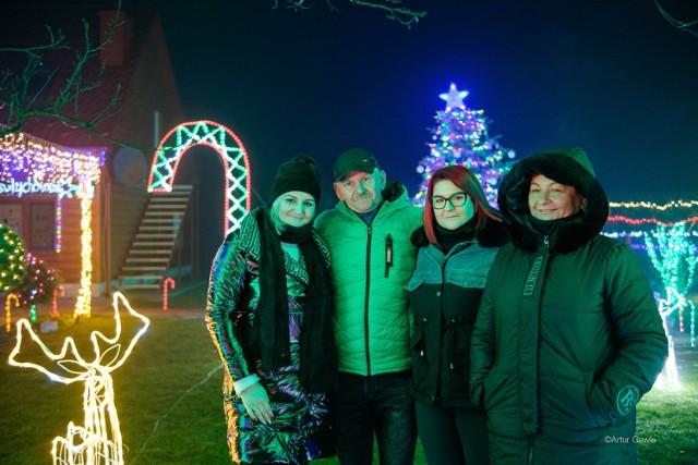 """""""Magia Świąt"""" w Łęgu Tarnowskim to piękne bożonarodzeniowe dekoracje rozświetlone tysiącami kolorowych lampek. W Wigilię 2020 każdy zobaczy je w pełnej krasie"""