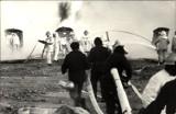 Dziś Dzień Strażaka. Fantastyczne zdjęcia strażaków ze Szczecinka gaszących szyb naftowy w Karlinie [zdjęcia]