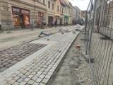 Kościan. Trwa układanie nowej nawierzchni na ul. Wrocławskiej [FOTO]