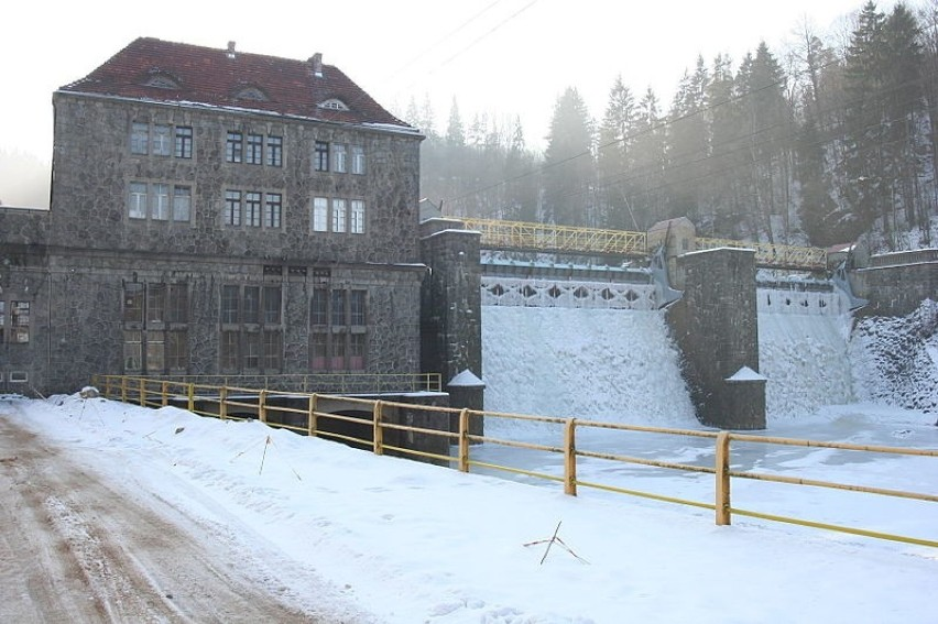 Jezioro zaporowe na rzece Bóbr w Borowym Jarze na terenie...