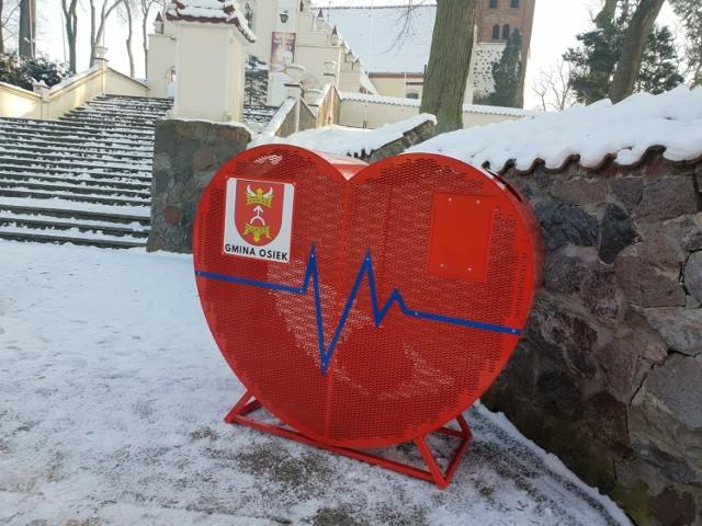 Mieszkańcy gminy Osiek mogą wrzucać plastikowe nakrętki do dwóch metalowych serc