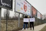 Aktywistki wzięły pod lupę billboardy antyaborcyjne. Wyliczyły, ile mogły kosztować plakaty, które zalały polskie miasta