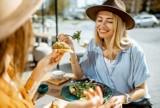Nie masz ochoty na gotowanie? Sopockie przystanki kulinarne proponują dania z dostawą lub odbiorem osobistym. Zamów, ciesz się smakiem