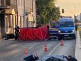 Śmiertelny wypadek na ulicy Grochowskiej w Warszawie. Zatrzymano kierowcę osobówki, który ukrywał się przed policją. Usłyszy zarzuty