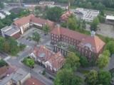 Jeden z budynków kampusu przekazany powstającej Szkole Medycznej