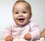 Zuzia z Chełmży urodziła się bez dłoni. Druhna z Papowa Biskupiego zbiera nakrętki. Zdjęcia