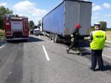 Śmiertelny wypadek w Kazimierzowie na drodze S7. Policja poszukuje świadków zderzenia samochodu osobowego z ciężarówką z 24.07.2018 r.