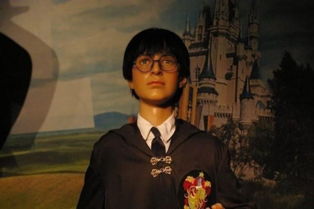 Figury podzielone są na kilka kategorii. Zwiedzanie zaczynamy od postaci filmowych. Tu Daniel Radcliff w roli Harry'ego Pottera. Fot. Piotr May