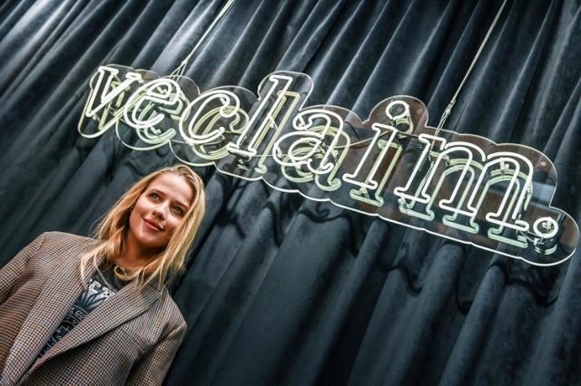 Pochodząca z Poznania blogerka i twórczyni modowej marki Veclaim Jessica Mercedess Kirschner zapewniała swoim fanów, że wszystkie ubrania jej marki tworzone są w Polsce. To miało przełożyć się na ich wysoką cenę i lepszą jakość.