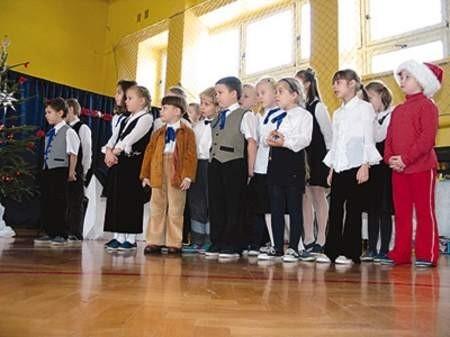 Na scenie zaprezentowało się wczoraj ponad sześćdziesięciu małych artystów.