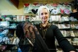 """73-letnia bydgoszczanka od 30 lat prowadzi własny biznes. To mały sklep na Szwederowie. """"To był strzał w dziesiątkę"""""""