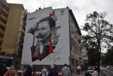 """Najpierw pomnik, teraz mural Tadeusza Wendy w Gdyni. Legendarny inżynier doceniony. """"Serce się cieszy"""". [23.09.2021]"""