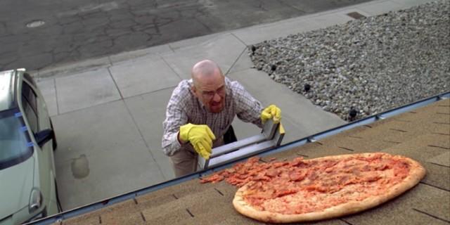 Fani wrzucają pizzę na dom Waltera White'a. Twórca Breaking Bad zabrał głos w sprawie