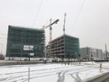 Biurowiec Imagine w Łodzi. Zawieszono symboliczną wiechę na budynkach przy skrzyżowaniu marszałków