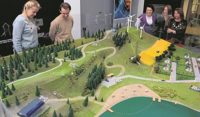 W PGE Gigantach Mocy stanęła olbrzymia makieta, która prezentuje pokopalniane tereny poddane rekultywacji. Na razie to koncepcje, które staną się rzeczywistością za kilkadziesiąt lat