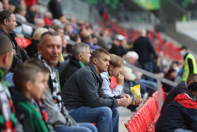 Kibice GKS Tychy po przegranym meczu z Puszczą Niepołomice byli mocno rozczarowani     Zobacz kolejne zdjęcia. Przesuwaj zdjęcia w prawo - naciśnij strzałkę lub przycisk NASTĘPNE