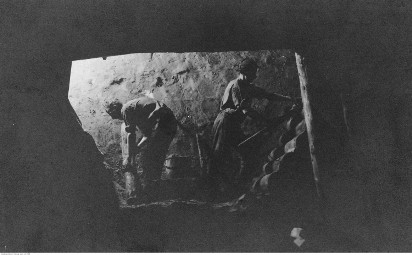 Jak wygląda praca górnika? Zobacz górnictwo na starych zdjęciach. Niech żyje nam górniczy stan!