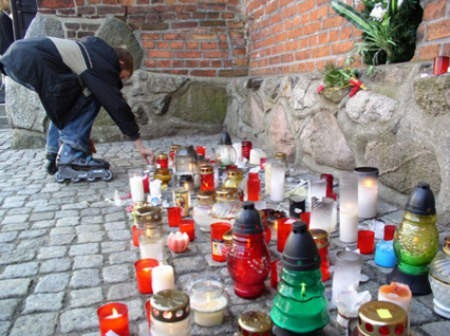 Na chojnickim rynku mszę świętą koncelebrował biskup Jan Bernard Szlaga. Mieszkańcy uczestniczyli w niej tłumnie.