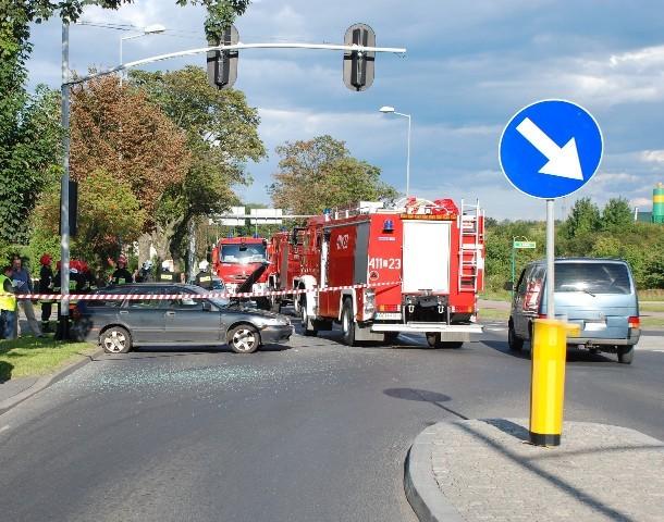 Zderzenie samochodu bojowego straży pożarnej z samochodem osobowym w Chojnicach