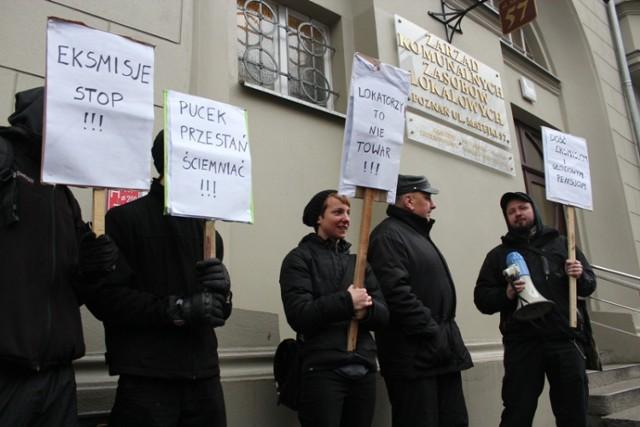 pikieta przed siedzibą ZKZL-u