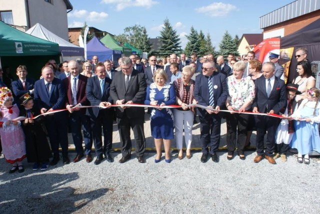 Uroczyste otwarcie targowiska w Stawiszynie. Obiekt został zmodernizowany dzięki dofinansowaniu z PROW 2014-2020.