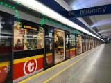Świąteczne metro wyjechało na tory. W tym roku składy są przyozdobione tylko symbolicznie